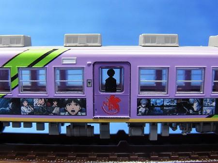 富士急行 エヴァラッピング電車の初号機側面部分