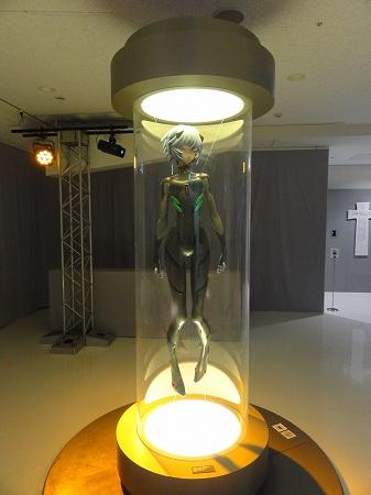 エヴァ展北九州会場で公開された等身大フィギュアのアヤナミレイ仮称
