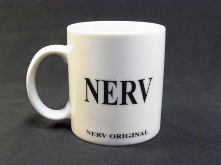 NERVのロゴ入りマグカップ。序のオフィシャルアイテム