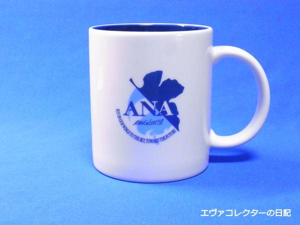 ANAとエヴァのコラボキャンペーンロゴが入ったマグカップ