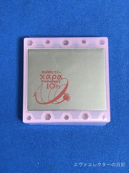 カラー10周年記念ロゴが入った、キューポッシュの台座