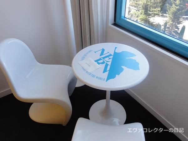 綾波レイの手紙がおかれたテーブル
